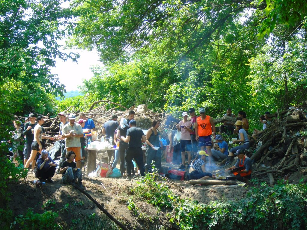 Очистка реки Уды от мусора, экоакция